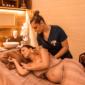 massage-prenatal-femme-enceinte-Soins-de-maternité-au-spa-1-min